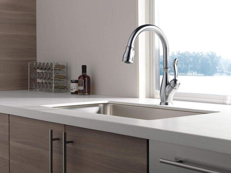 Delta Faucet Leland 9178-AR-DST Pull-Down Kitchen Faucet