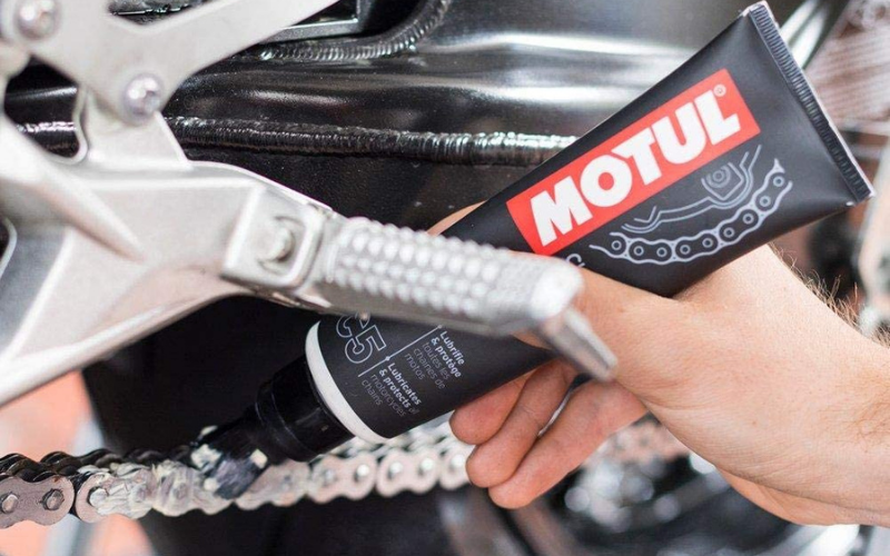 Best Motorcycle Chain Lubes In 2021 – Top 6 Rated Reviews